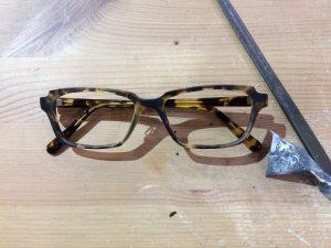 できるだけシンプルでラインの細いオーダーメイドメガネ