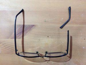 樹脂メガネのつるが折れた修理