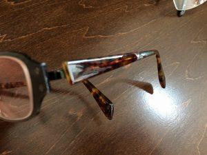 メガネのテンプル劣化によるくすみはミガキ修理