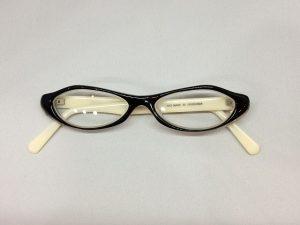 「広島かき」モチーフの手作りメガネ「オイスター君」