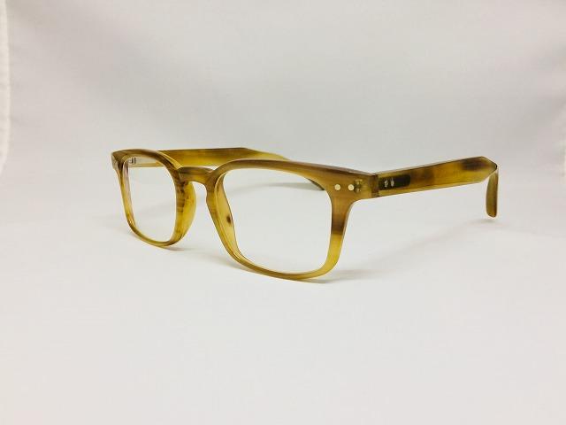 ウォームベージュカラーのnaturbuffalohorn(バッファローホーン)メガネ