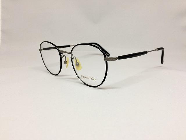 燻したグレーカラーの軽量ボストン型メガネ
