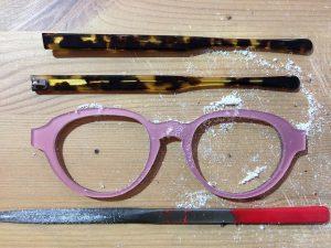 ボストンシェイプのパールピンクとべっ甲カラーのハンドメイドメガネ