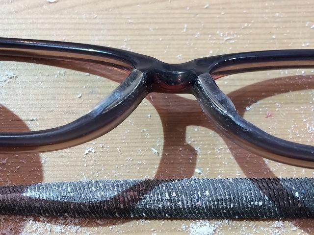 メガネが顔に近いので修理したい