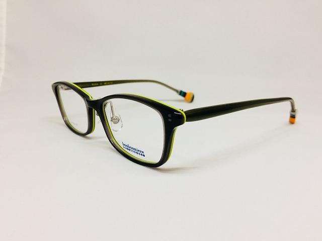 グリーンの珍しい子供用メガネ