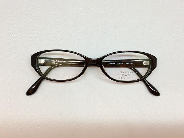 上品な楕円黒ぶちメガネMARGARET HOWELL