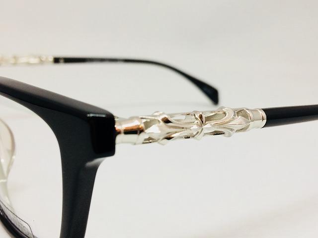 おしゃれな大きい黒ぶちメガネ