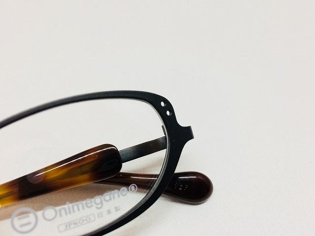 マットブラックの軽量チタンの小さいメガネ