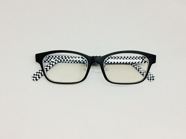 若々しいチェックパータンのオーダーメイドメガネ
