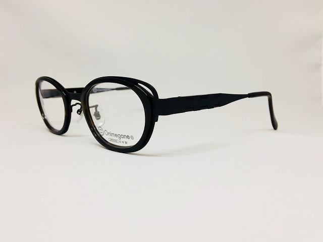 プラスチックとメタルの黒いふちどりメガネ