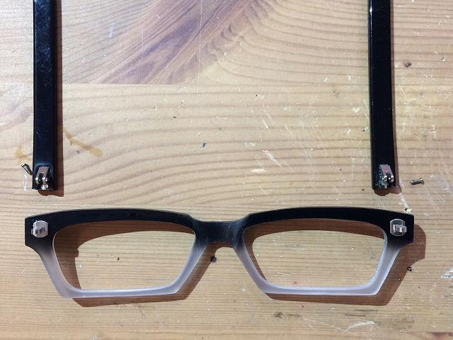 エッジの効いたレクタングルシェイプのオーダーメイドメガネ