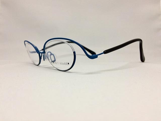 ブリリアントブルーのキュートな軽量デザインメガネ