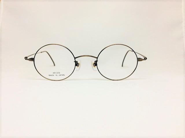 華奢で繊細な方にはこの丸メガネ