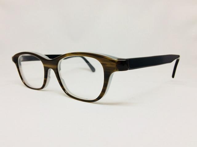 オリジナルカラーで別注できるメガネはいかがでしょうか?