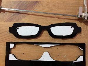 黒ぶちオーダーメイドメガネで下瞼を隠したい