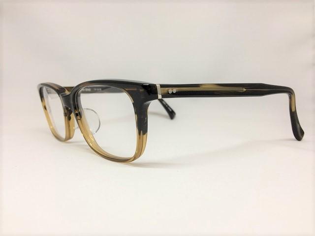 定番の真面目な茶色メガネ