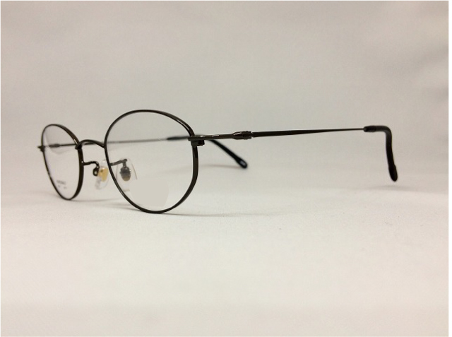 漆黒の軽くてかけやすいメガネ