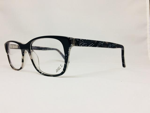 黒ぶちより爽やかなグレーのメガネ