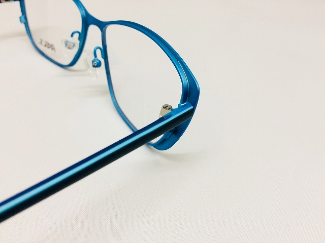 ドイツの色彩豊かなお洒落メガネ