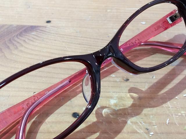 メガネの鼻当てが目立つので交換したい