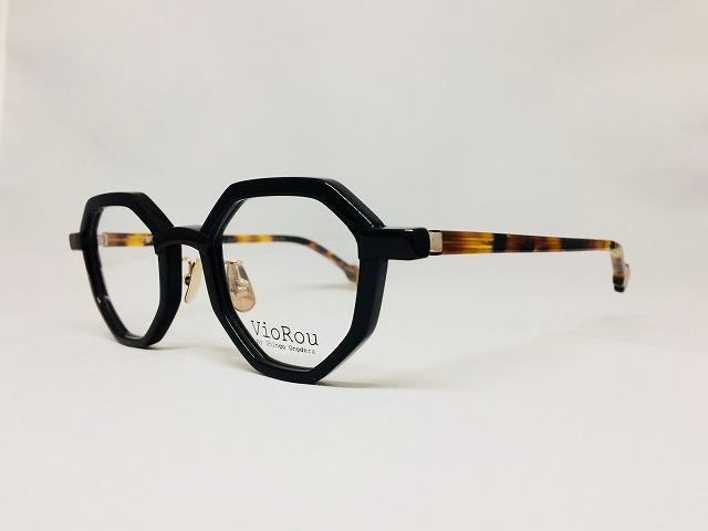 王冠型の黒いデザイナーメガネ