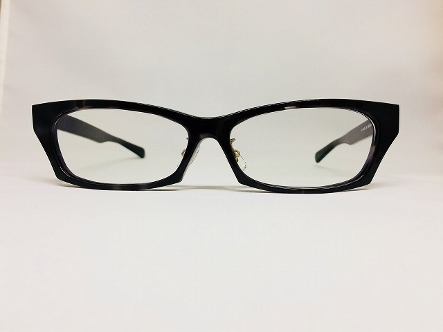 角張った灰色の男性用オーダーメイドメガネ