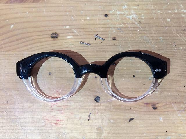 黒白半分の丸眼鏡をオーダーメイド(鼻当てなし)