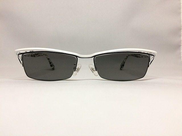白いキリン模様の便利なメガネ