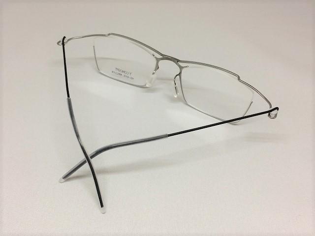 チタン&ブラックの超軽量男性用メガネ
