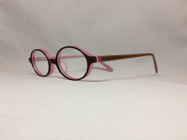 小顔女性に可愛いピンクの小さいメガネはいかがでしょうか?