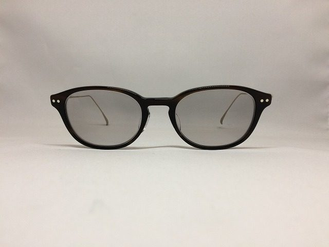 すっきりした軽量メガネ(アイソトープ・色が変わるレンズ)