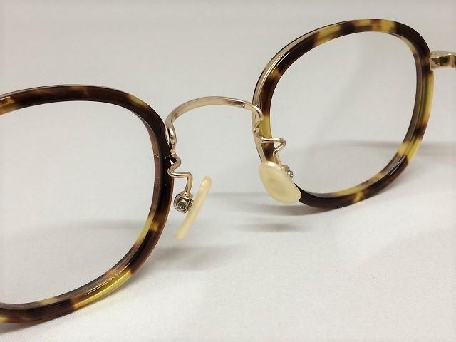 離れ目(ハナレグミ)でお悩みのかたのための男性用小ぶりメガネ