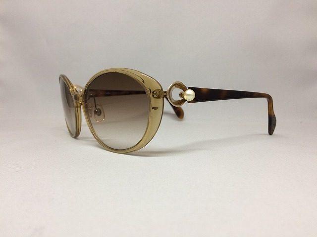 自然なイメージの軽いサングラス(クリアベージュとこげ茶とホワイトパール)