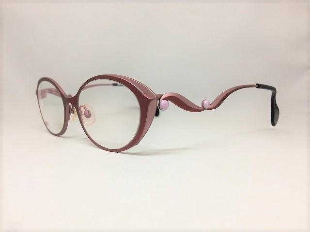 花開く「ブロッサム」という名前のデザインメガネ