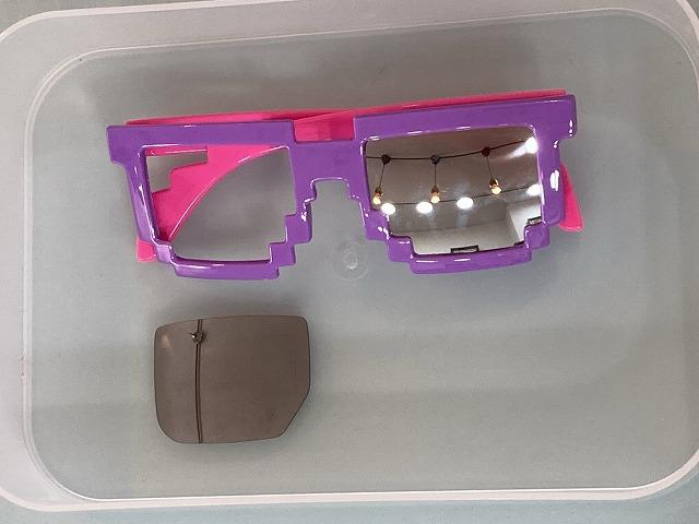 パープルとピンクのドットメガネを度入りにカスタム(とろサーモン)