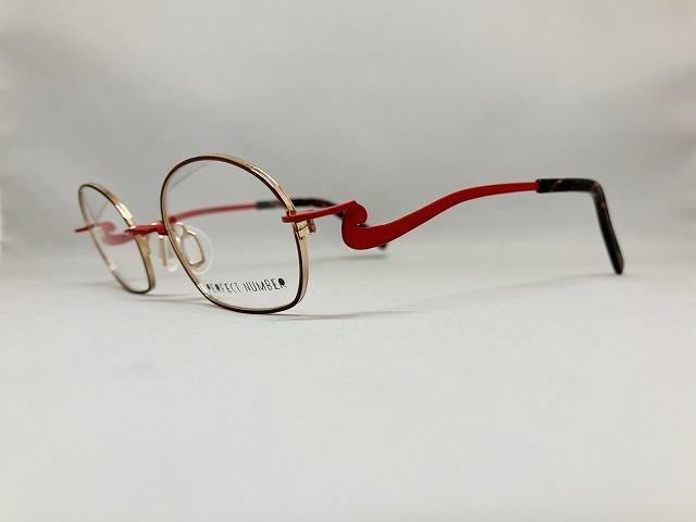 カーディナルカラーのデザインメガネ